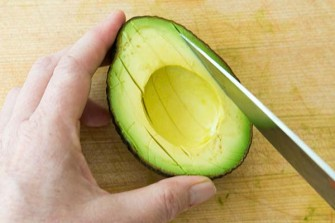 slicing-avocado-method-1